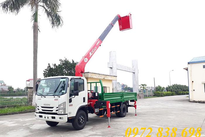 xe tải isuzu nqr74le4 gắn cẩu unic 3 tấn